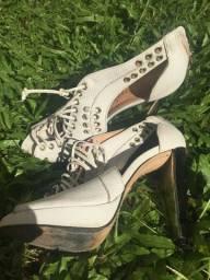 Sapatos de marca (Carmim, Schutz)