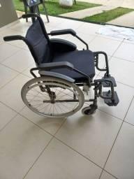 Título do anúncio: Cadeira de alumínio, tida desmontável,  pouquíssimo uso. Pneus novos.