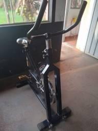 Título do anúncio: Bicicleta ergométrica usada
