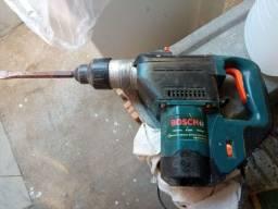 Título do anúncio: Vendo Martelo Rompedor Perfurador Bosch <br><br>Funcionando perfeitamente <br>Valor 1,200<br><br>v