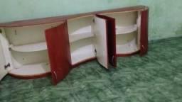 Armário projetado todo em madeira
