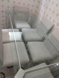 Mesa de vidro com seus cadeiras