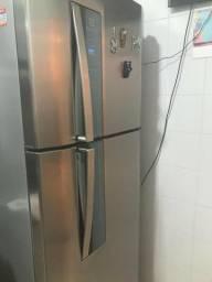 Vendo geladeira novinha,muito bem conservada