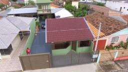 Duas casas no centro de Carambei