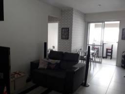 Apartamento, 2 dormitórios com armários planejados
