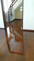 Realizo trabalho de raspação e de pisos de madeira, aplicação de sinteco e verniz