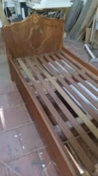 Cama de solteiro em madeira de lei
