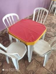 06 jogo de mesa com 04 cadeiras