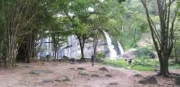 Alugar se um bar dentro da cachoeira do Orubu.