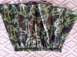 Saia preta com estampa verde de erva Canabis