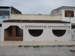 Aluga-se casa c/ 02 pavimentos c/ 4/4, rua Alda Aguiar , Bairro Ponto Novo