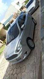 Vende-se Ford Ka sedã