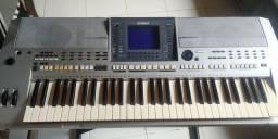 Vende-se um teclado Yamaha PSR S700 em bom estado por R$ 2000