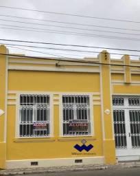 Título do anúncio: Casa comercial para locação, com 04 salas amplas, recepção, cozinha no Centro de Pindamonh
