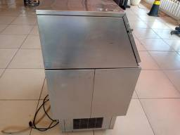 Máquina fazer gelo