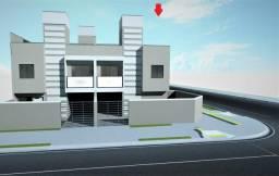 Sobrado de esquina à venda com 3 quartos, 72 m² + 20 m² de terraço, próximo ao Posto 2 irm