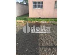 Apartamento com 2 dormitórios para alugar, 60 m² por R$ 700,00 - Chácaras Tubalina - Uberl