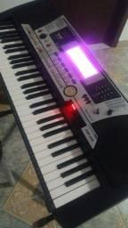 Excelente teclado, todo original, PSR 550, nada a fazer.