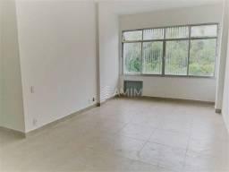 Título do anúncio: Apartamento, VAZIO, sol da manhã, vista livre, 2 quartos com vaga no Centro de Niterói.