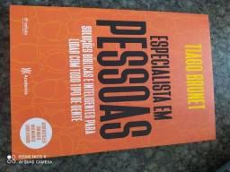Título do anúncio: Vendo livro de Tiago Brunet.