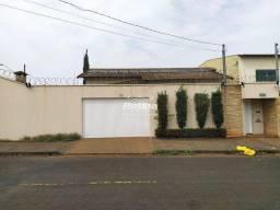 Título do anúncio: Casa para aluguel, 4 quartos, 1 suíte, 4 vagas, Alto Umuarama - Uberlândia/MG