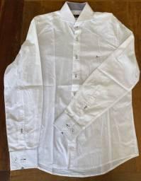 Kit duas camisas brancas