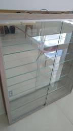 Título do anúncio: Armário de vidro
