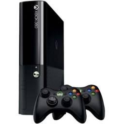 Console Xbox 360 4GB + 2 Controles Wireless - Microsoft