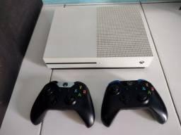 Título do anúncio: Xbox One S 2TB + 2 controles originais