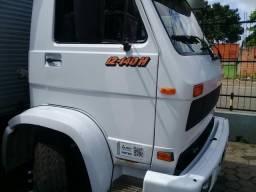 2 caminhões baú 12140H - 1996