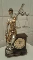Relógio Decorativo com a Deusa da Justiça
