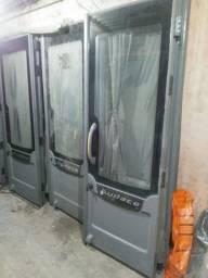 Portas de interior de ônibus de viagem