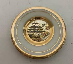 Prato decorativo de porcelana japonesa