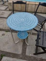 Título do anúncio: Mesa mosaico com 3 cadeiras
