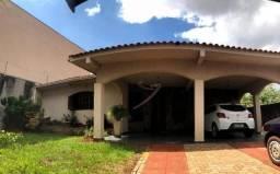 Casa na Av. Américo Sasdelli, Jd. Lancaster com 3 dormitórios e edículo - amplo terreno