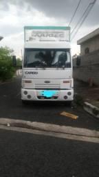 Caminhão truck baú