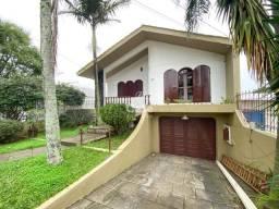 Casa de 3 dormitórios e 2 vagas no bairro São José.