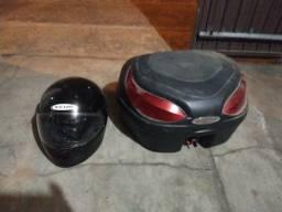 Vendo capacete zeus usado e baú para moto maís o suporte do baú.