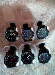 Vendo relógios novos na caixa