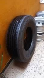 Vendo 4 rodas de ferro e um pneu