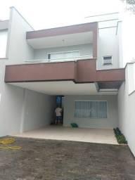Lindo sobrado, suíte com closet e sacada + 2 dormitórios na melhor localização do Saguaçu