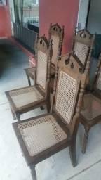 Cadeiras antigas maciças