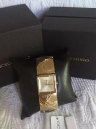 12ab92ac151 Relógio Bracelete Victor Hugo Original Dourado