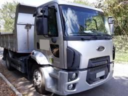 Caminhão Ford Cargo 1319