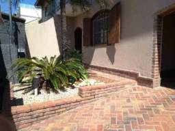 Casa Gem. 3 qrts e 3 vgs. com entrada independente no Santa Amélia,