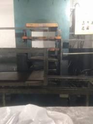 Maquina Prensa Pistão de 400 com Plator 600p/600 modelo Arno C.A para processo de Borracha