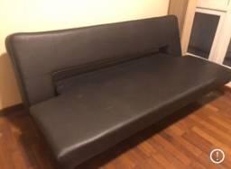 Sofá cama preto três lugares