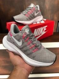 Título do anúncio: Tênis Nike zoom vomero - $160,00
