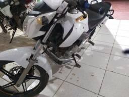 Título do anúncio: Troco por moto biz..é a pessoa já fica trabalhando na permissão alugado 250 reais por mês