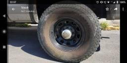 Título do anúncio: Vendo jogo de rodas com pneus 315/70 R17  meia vida Doodge RAM